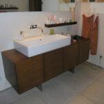 Badmöbel in Eiche mit aufgesetztem Waschbecken