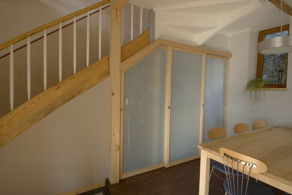 Treppenunterbau mit Ahorn Rahmen und Sicherheitsglas