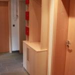 Garderobe in ahorn und rot