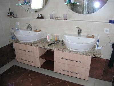bestehende waschtischplatte mit tollen unterschr nken nachger stet. Black Bedroom Furniture Sets. Home Design Ideas