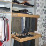 Inneneinteilung mit Hosenauszug und Kleiderstange