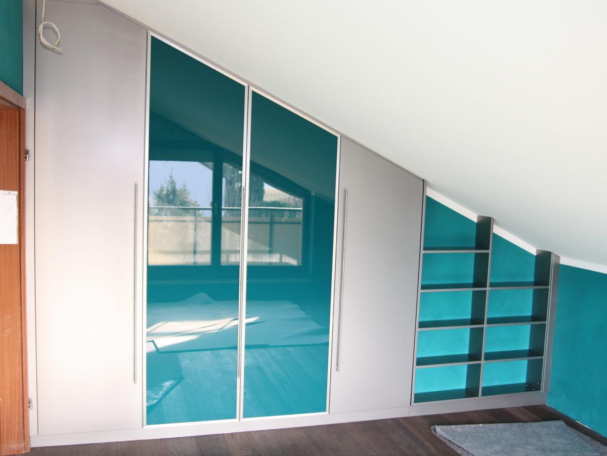 perfekter Dachschrägenschrank eingebaut