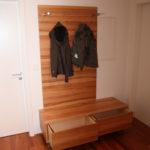 Garderobe in Kernbuche mit Schubladen