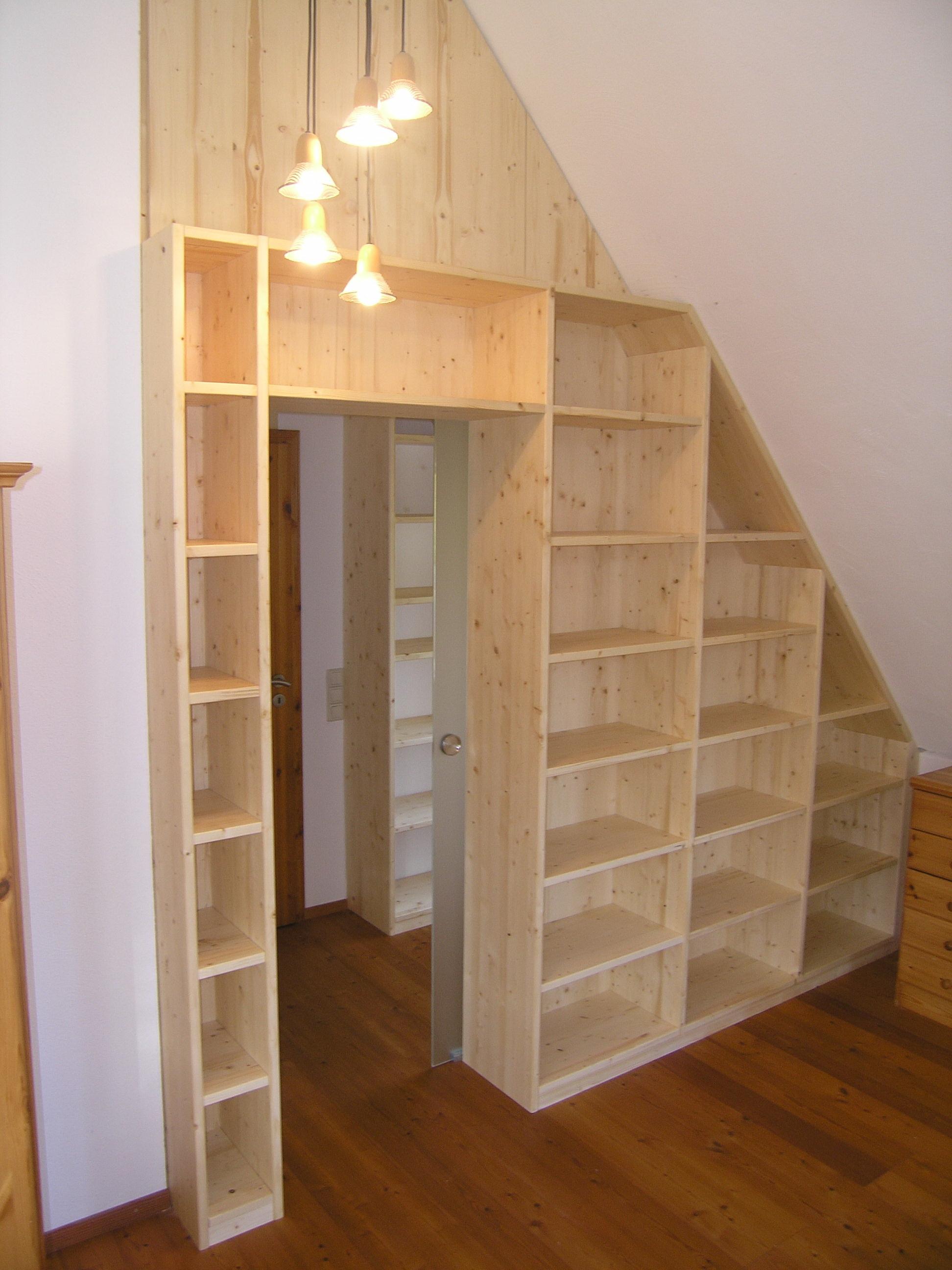 dachgescho mit passgenauen regalen vom der schreinerei burkhardt. Black Bedroom Furniture Sets. Home Design Ideas