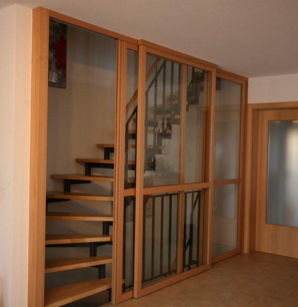Schiebetüren vor dem Treppenhaus - die professionelle Lösung gegen Zugluft