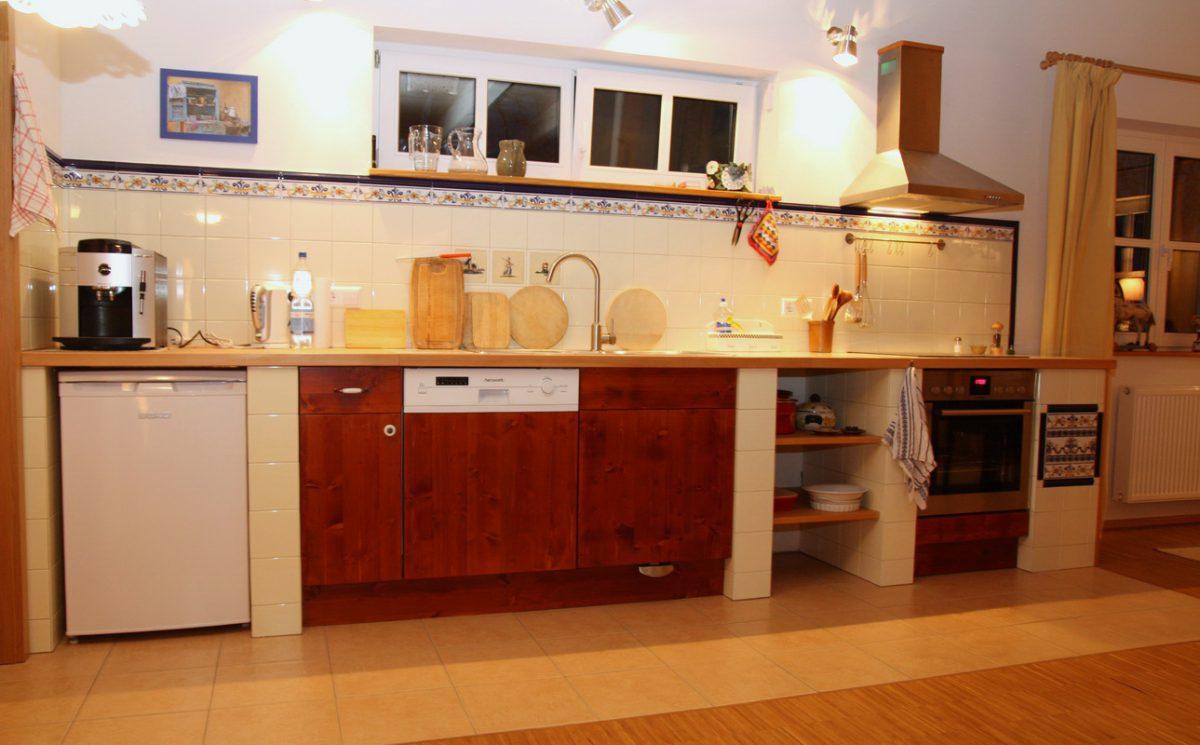 Landhaus Küche - sehr geschmackvoll mit Fliesen