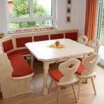 Eckbank, Tisch und Stühle im Landhausstil