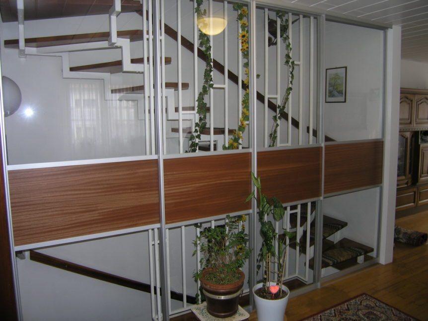 Windfang mit Schiebetüren vor dem Treppenhaus | Schreinerei Burkhardt