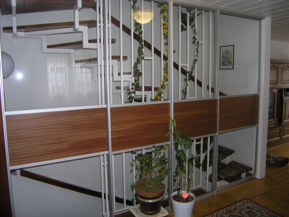 Windfang Schiebetüre vor dem Treppenhaus
