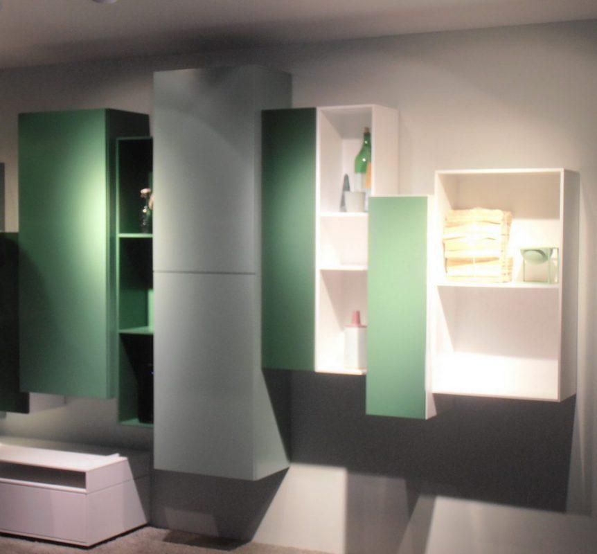 moderne Wohnwand in grün weiß - aktuelle Farbtrends