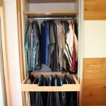 Innenausstattung mit Hosenauszug und Kleiderstange