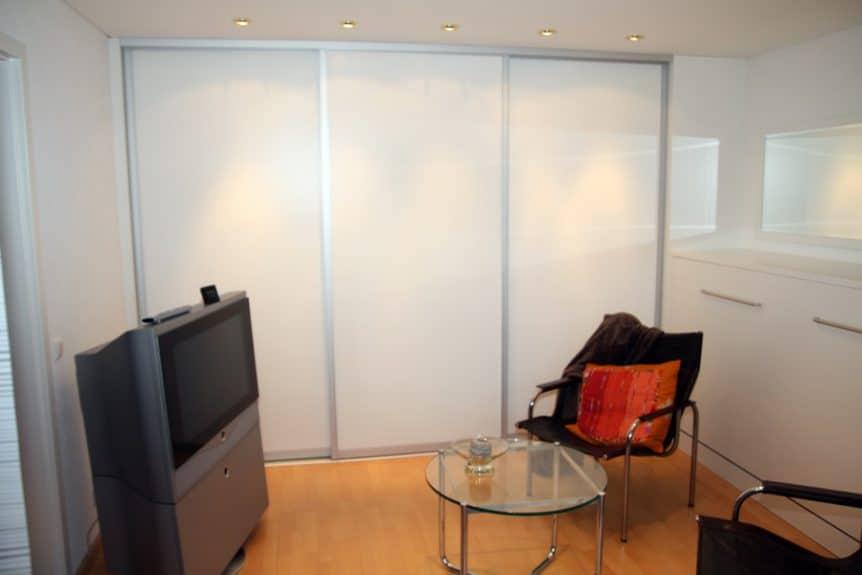 schiebet ren einbauschrank weiss hochglanz schreinerei. Black Bedroom Furniture Sets. Home Design Ideas