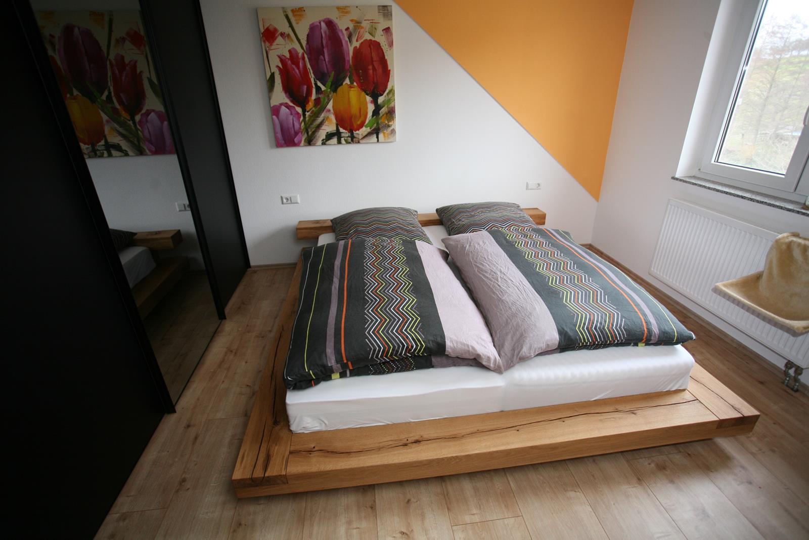 niederes balkenbett in eiche mit balkenlehne schreinerei burkhardt. Black Bedroom Furniture Sets. Home Design Ideas