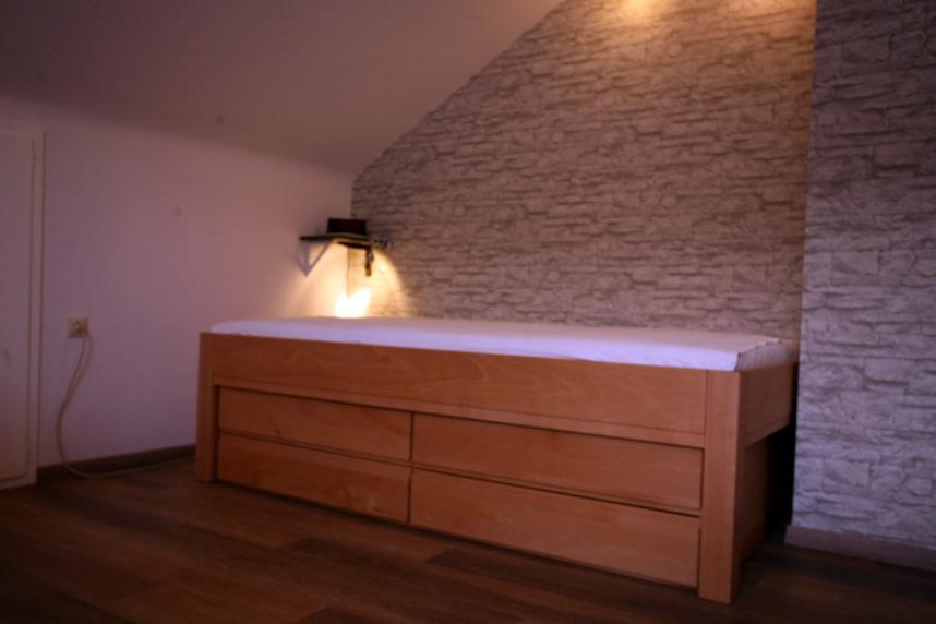 bett mit viel stauraum umgesetzt von der schreinerei burkhardt. Black Bedroom Furniture Sets. Home Design Ideas