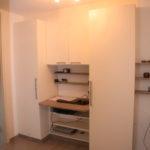 Büroschrank mit integriertem Schreibtisch