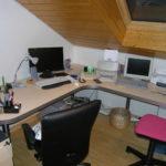Schreibtisch über Eck