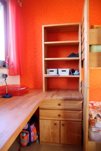 Regal und Schreibtischplatte für Jugendzimmer
