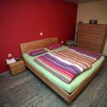 Schlafzimmer mit passender Kommode