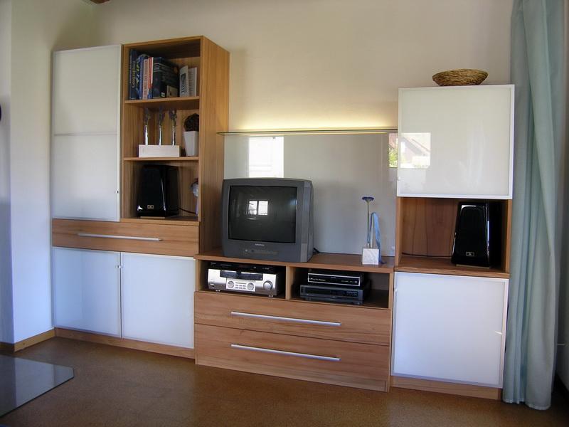 wohnwand aus holz mit wei hochglanz t ren schreinerei burkhardt. Black Bedroom Furniture Sets. Home Design Ideas
