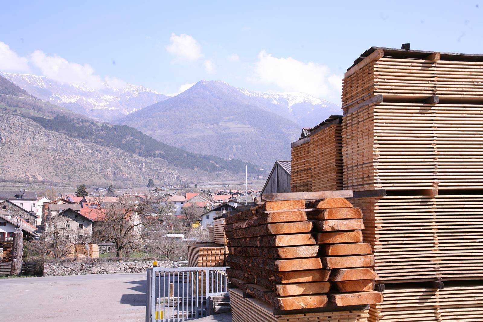 Zirbebalken im Südtiroler Sägewerk