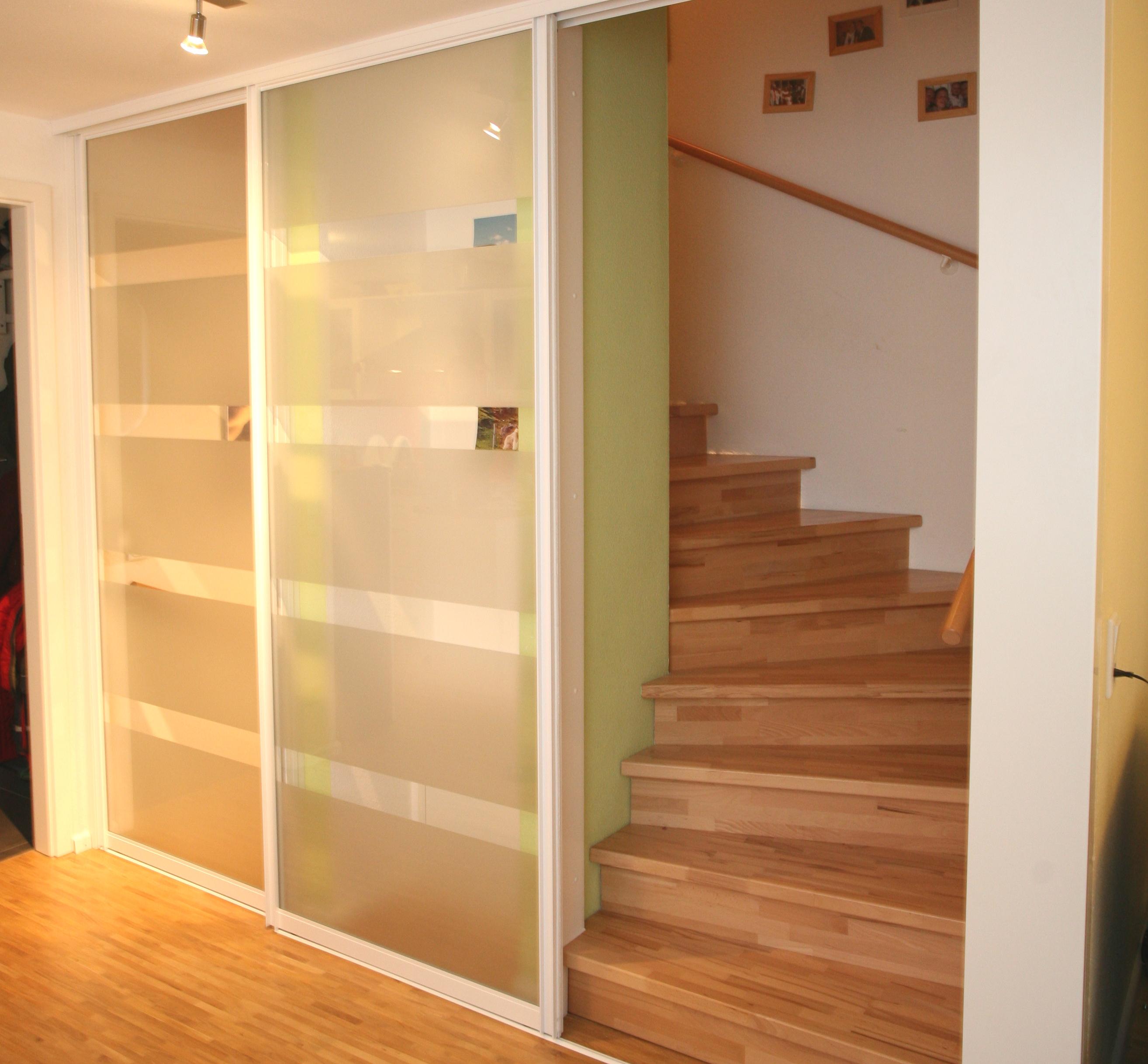 Treppenhaus mit Schiebetüren nachher