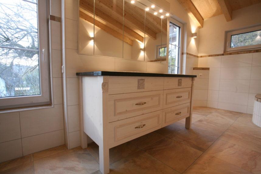 Waschbeckenunterschrank im Landhaus Stil | Schreinerei Burkhardt