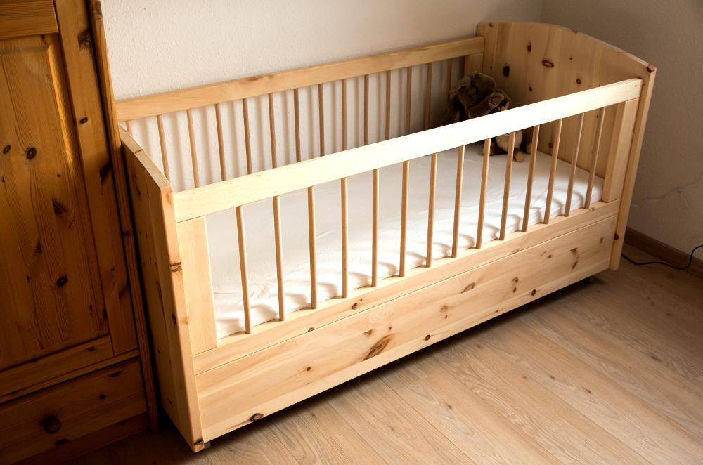 Kinderbett Babybett aus Zirbenholz