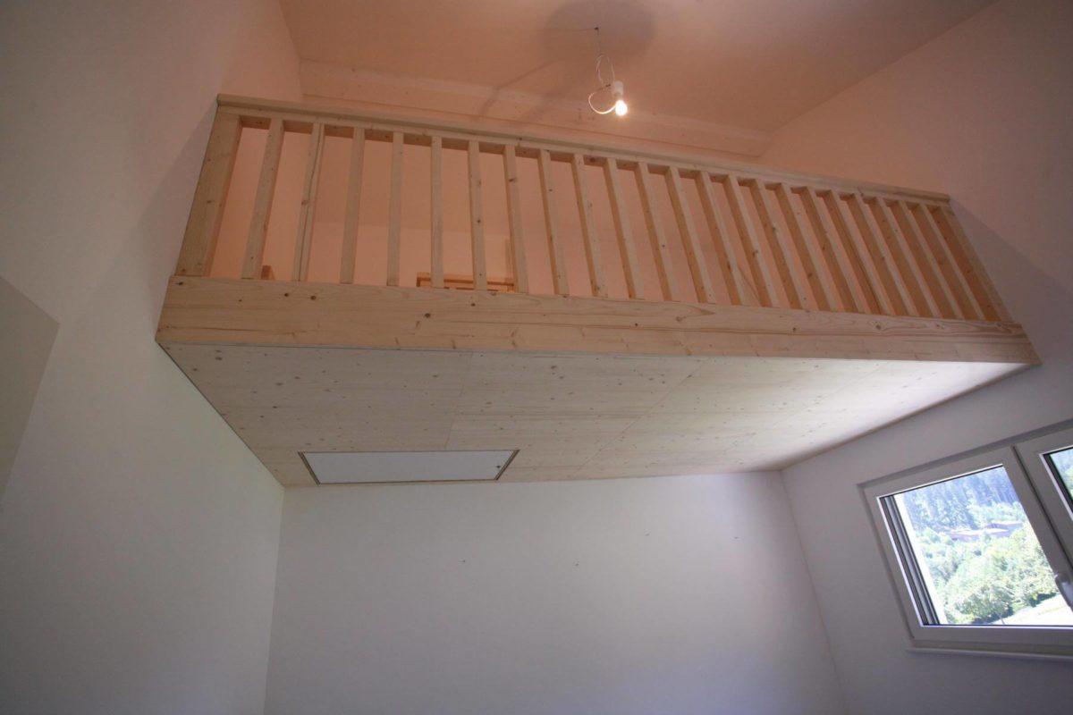 Zwischendecke für Gästezimmer | Geländer unten
